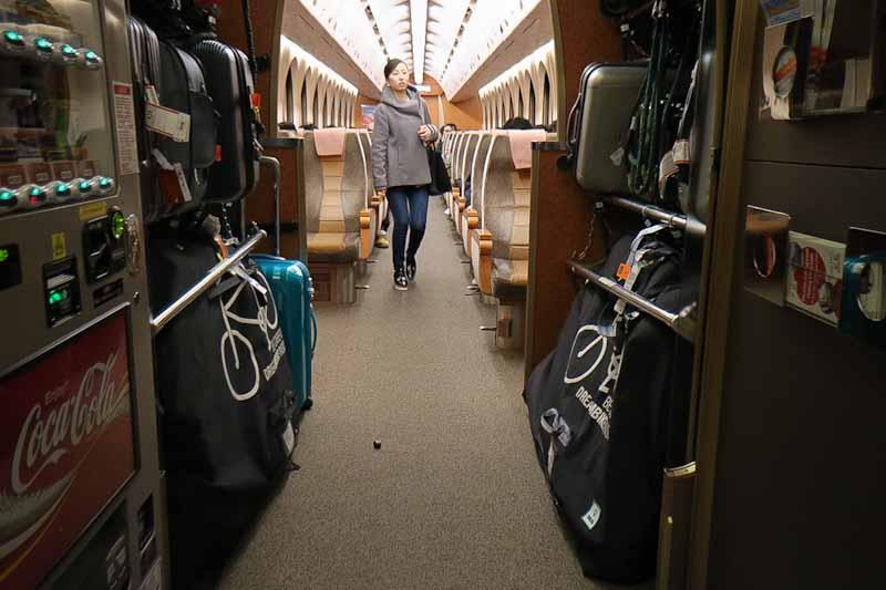 กระเป๋าใส่จักรยาน โหลดขึ้นรถไฟจากสนามบิน Kansai ไป Namba