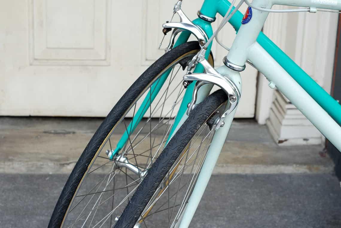 เปรียบเทียบยางจักรยาน โตเกียวไบค์ ขนาด 650c หน้า 25 และ 28 บนตัวรถ