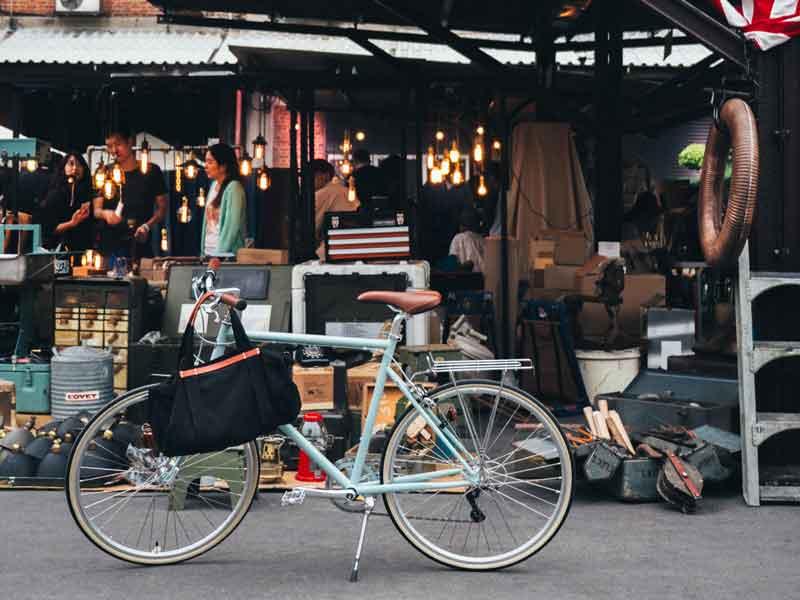 จักรยาน รุ่น tokyobike 26 มีทั้งความคลาสสิคและความสปอร์ตอยู่ในหนึ่งเดียว และติดอุปกรณ์ได้มาก เช่น rack หลัง ถึง ตะกร้าหน้า