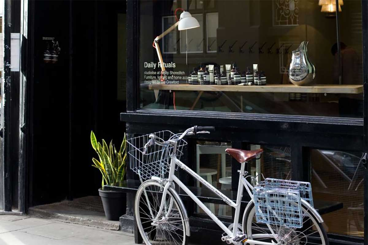 Collaboration bike tokyobike x Aesop in front of Aesop store